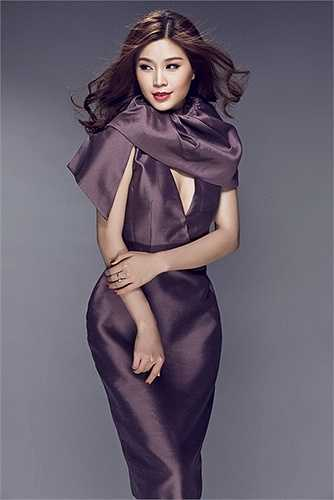 Diễm Trang là một người đẹp khá kín tiếng, cô được khán giả yêu mến bởi hình ảnh sạch sẽ, không scandal cũng như có trình độ học vấn cao.