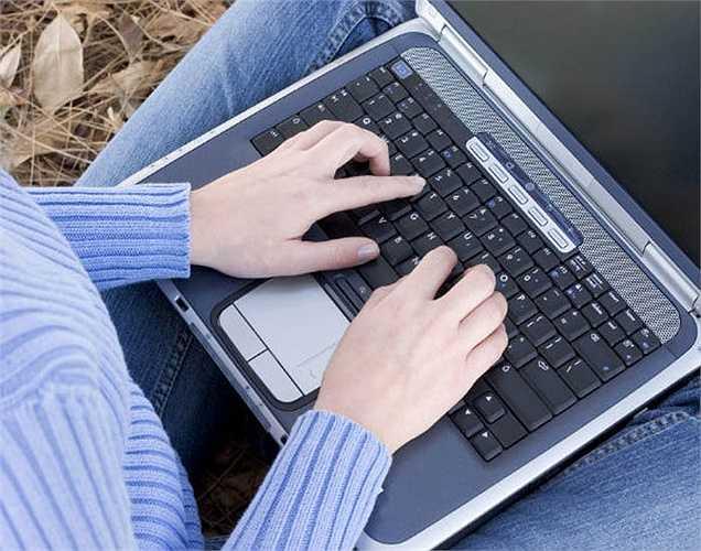 Tránh để máy tính xách tay ở trên đùi:  vì như vậy sẽ gây tổn hại đến chất lượng tinh trùng, vì nhiệt độ của máy tính ảnh hưởng đến bộ phận ấy của nam giới, khiến tinh trùng không động đậy và có tổn thương DNA do nhiệt.