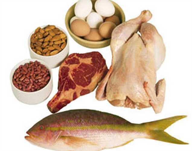 Cung cấp đủ protein: Protein rất cần thiết để cải thiện chất lượng tinh trùng. Bạn có thể ăn thịt gà, thịt cừu, cá và trứng để tăng chất lượng tinh trùng. Quả óc chó, hạt điều và hạt bí ngô cũng được biết là làm tăng số lượng và chất lượng tinh trùng.