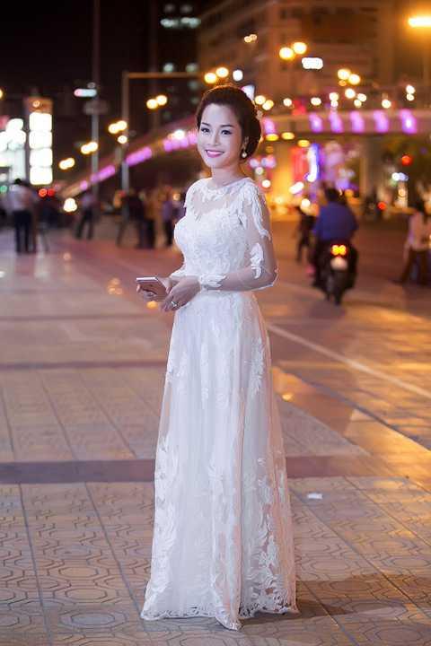 Kể từ đó, cuộc đời cô trải qua nhiều thăng trầm với người chồng Hạnh (Lâm Tùng). Đặc biệt, sự xuất hiện của Lanh (Minh Hương), người phụ nữ có học thức, cùng làm việc ở hợp tác xã) đã khiến hôn nhân của Yến chao đảo.