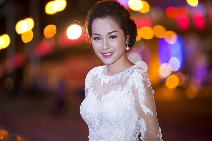 Phim thực hiện trên nguyên mẫu kịch bản Vàng - Đá của biên kịch trẻ Hồ Hải Quỳnh, dựa trên chính cuộc đời của bà nội cô.