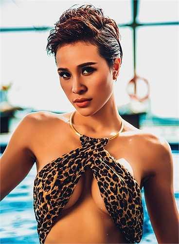 Hình ảnh nóng bỏng của Phương Mai trong bộ đồ bơi