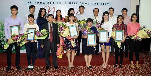 Các tác giả xuất sắc nhận giải thưởng cuộc thi Người học trò trong trí nhớ