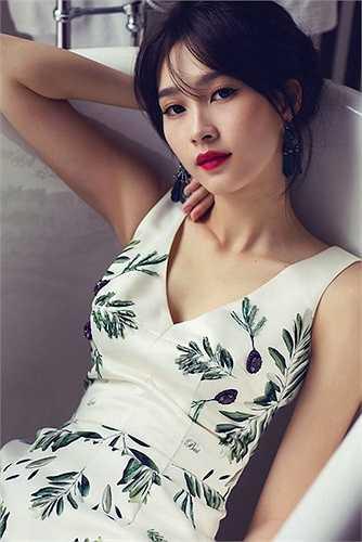 Gương mặt của Hoa hậu Việt Nam 2012 trong sáng, thuần khiến, đẹp tựa nữ thần.