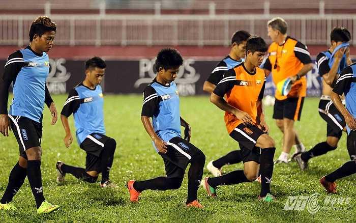 Còn HLV trưởng U21 Myanmar Eric Wiilliams, người Úc, cho rằng: 'Đương nhiên, chúng tôi muốn hướng đến ngôi cao nhất giải đấu dù đối thủ của chúng tôi là những đội bóng mạnh.'