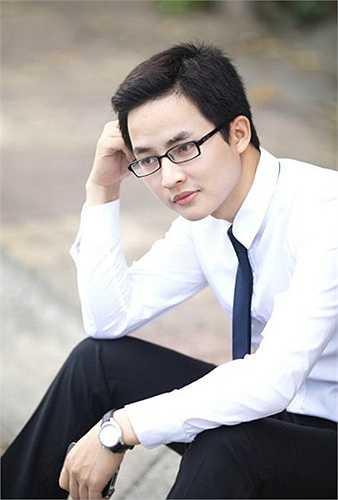 Khuôn mặt điển trai, thường xuyên diện sơ mi trắng, quần âu, giày đen, đeo cặp chéo, giảng viên ĐH Kiến trúc Lại Tiến Minh thường bị nhầm là sinh viên mỗi khi lên lớp.
