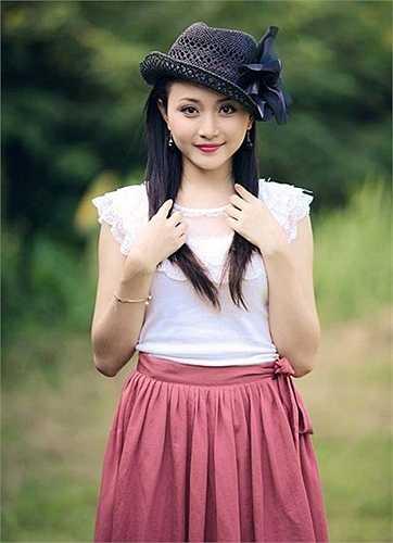 Tốt nghiệp Khoa Huấn luyện múa, trường Đại học Sân khấu Điện ảnh, mặc dù nhận được rất nhiều lời mời vào các đoàn ca múa nhạc nhưng cô giáo Lê Quỳnh Trang, Á khôi Miss Thăng Long 2009 vẫn quyết định đi theo niềm đam mê dạy múa. Hiện cô đang là giảng viên dạy múa tại trường ĐH Văn hóa Hà Nội.