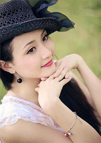 Sinh ra trong một gia đình có bố mẹ đều làm nghệ thuật nên Trang cũng đã có ảnh hưởng rất lớn từ gia đình. Ngay từ nhỏ, Trang đã được bố mẹ cho vào Nhà văn hóa thiếu nhi Việt Đức (Thành phố Vinh – Nghệ An) học đàn, vẽ.