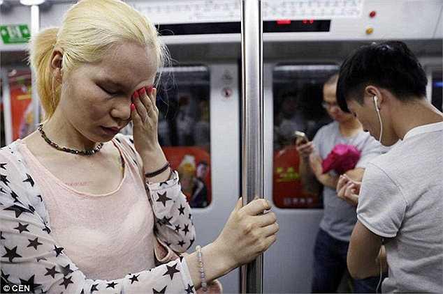 Li Xiongjin, 30 tuổi, sống tại tỉnh Hồ Nam (Trung Quốc) đã tự thiến 'của quý' với mong muốn được trở thành một phụ nữ thực thụ.