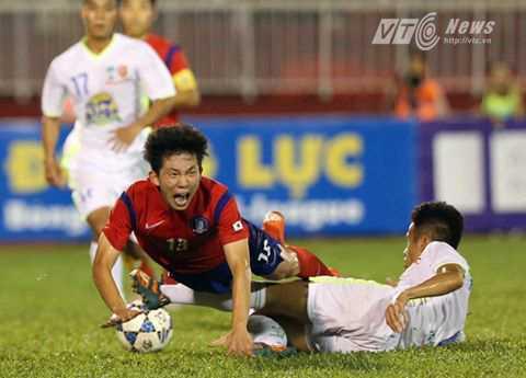 U19 Hàn Quốc phòng ngự chặt, phản công nguy hiểm (Ảnh: Quang Minh)