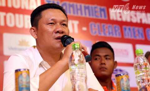 HLV Nguyễn Quốc Tuấn của U21 HAGL (Ảnh: Quang Minh)