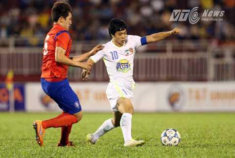 Công Phượng suýt mở tỷ số cho U21 HAGL (Ảnh: Quang Minh)
