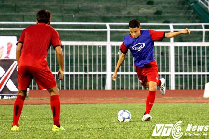 Trong bài tập thi đấu đối kháng, U21 Thái Lan rất tích cực sút bóng (Ảnh: Hoàng Tùng)