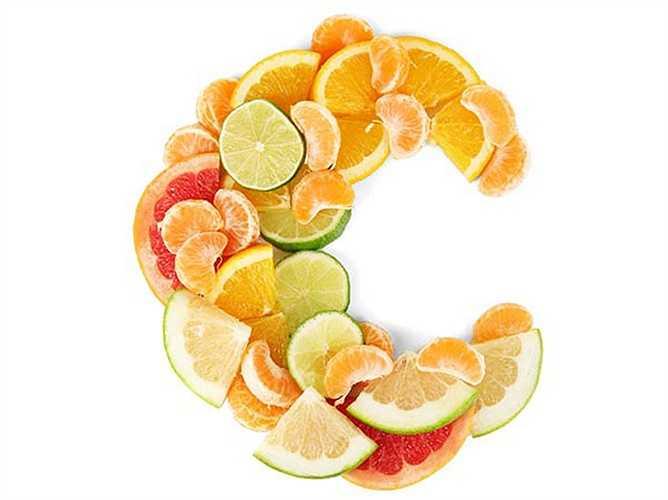 Vitamin C: Vitamin này được biết đến giúp tăng cường miễn dịch. Vitamin này rất hữu ích cho phụ nữ vì nó giúp chữa lành vết thương nhanh hơn, thúc đẩy tăng trưởng mô và làm giảm một số loại ung thư.