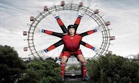 Adidas cũng có và cách quảng cáo ấn tượng trên chiếc đu quay đặt tại Áo.