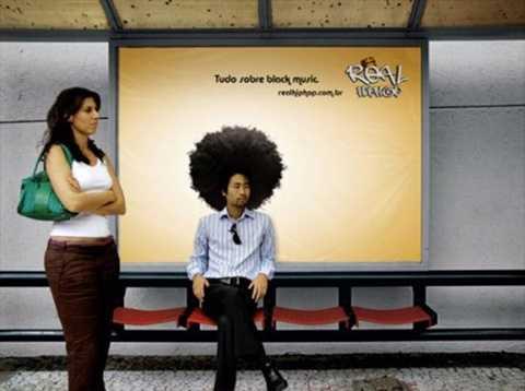 Một hãng <a href='http://vtc.vn/kinh-te.1.0.html' >kinh doanh</a> tóc giả đã đưa hình sản phẩm lên tấm biển quảng cáo đặt ở các khu chờ xe bus, và hiệu ứng mà nó mang lại khá hiệu quả.