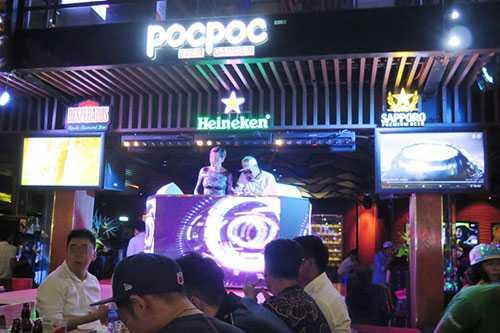Siêu mẫu H.Y nổi tiếng, xuất hiện tại Pocpoc Beer Garden đêm 21/1 là DJ chỉnh nhạc