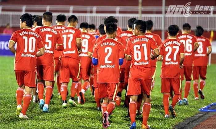 Công Phượng gây chú ý khi trở lại khoác áo số 10 huyền thoại đã một thời gắn bó với Phượng khi anh chơi cho U19 Việt Nam và U19 HAGL. (Ảnh: Quang Minh)