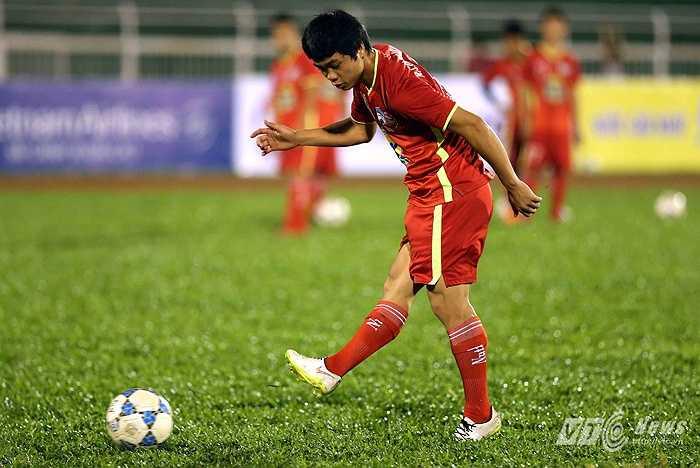 Nhưng có lẽ, số 10 mới là số áo khiến người ta nhớ nhiều về Công Phượng hơn. Anh được ví là 'Messi Việt Nam', chơi ở vị trí của một số 10 thực thụ. (Ảnh: Quang Minh)