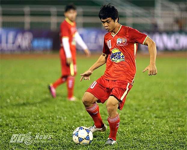 Cũng trong chiếc áo số 10 ở U19 HAGL-Arsenal JMG, Công Phượng đã tỏa sáng cùng đồng đội để giành chức vô địch giải U21 Quốc tế 1 năm trước. (Ảnh: Quang Minh)