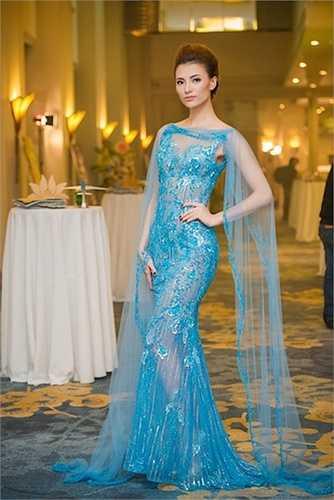 Vẻ đẹp Hồng Quế mong manh, cá tính, thời trang đối lập với vẻ dịu dàng, mặn mà của Huyền My.