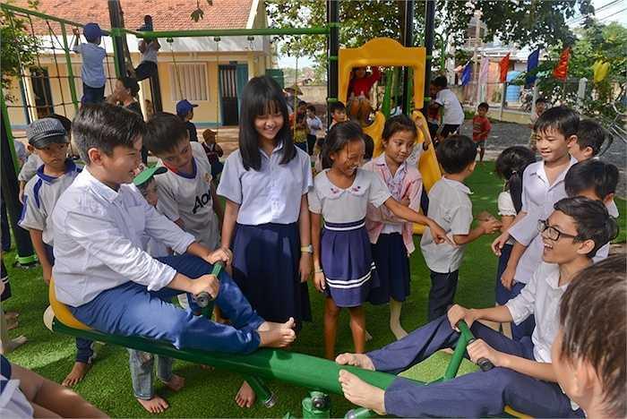 Chương trình đã xây dựng 800 nhà vệ sinh theo tiêu chuẩn của Bộ Y tế tại gần 100 trường tiểu học đồng thời phối hợp thực hiện giáo dục chuyên đề vệ sinh cá nhân và vệ sinh môi trường tại 1.000 trường tiểu học trong cả nước.