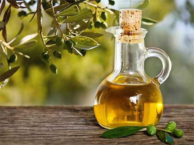Ăn các loại chất béo từ nguồn tốt dừng dùng dầu hướng dương và dầu ngô để nấu ăn. Bắt đầu sử dụng dầu ôliu, dầu hạt lanh và dầu quả óc chó. Đây là những nguồn axit béo tôt giúp giảm viêm.