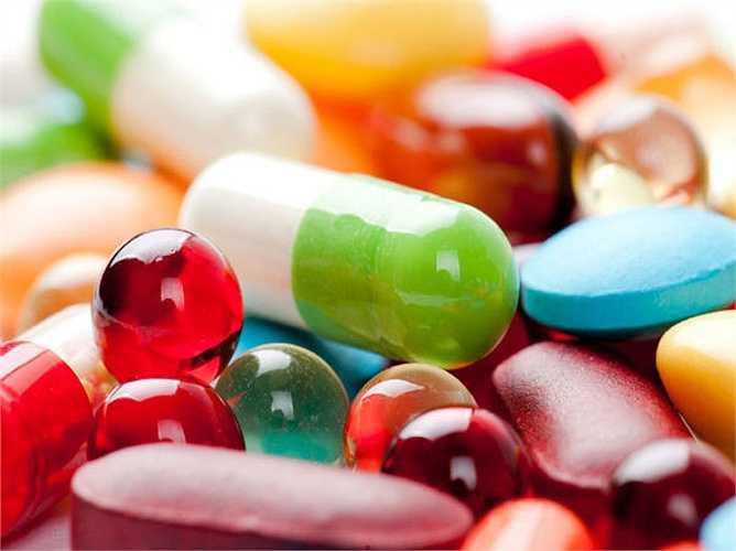 Tránh dùng men vi sinh cùng với thuốc kháng sinh: vì thuốc kháng sinh tiêu diệt các vi khuẩn có hại nhưng đồng thời nó tiêu diệt luôn cả men vi sinh. Vì vậy, tránh dùng chế phẩm sinh học, nếu sử dụng nên dùng theo quy định của bác sĩ.