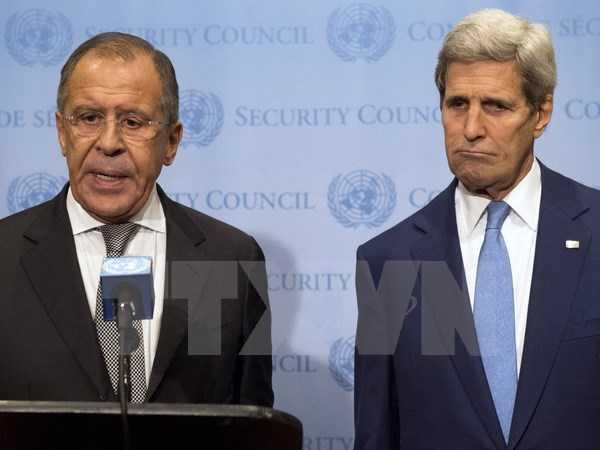 Ngoại trưởng Nga Sergei Lavrov (trái) và Ngoại trưởng Mỹ John Kerry - Ảnh: TTXVN