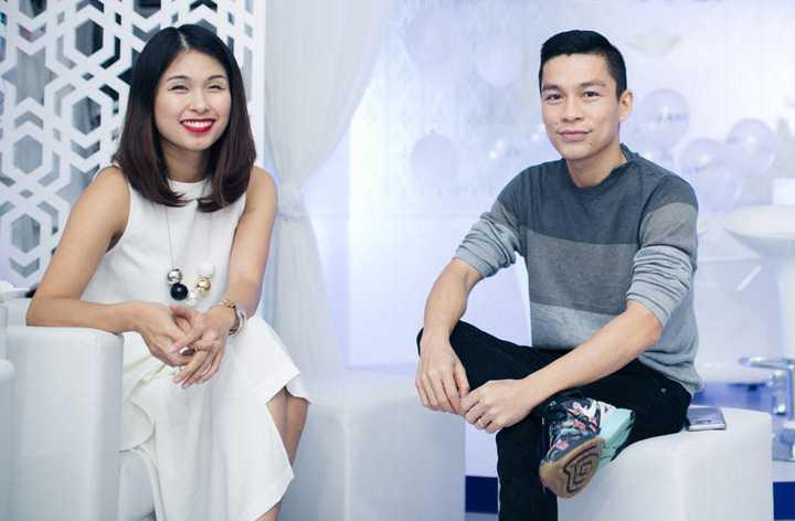 Tối 22/11, nhà thiết kế Adrian Anh Tuấn và Hà Mi - từng là người tổ chức sự kiện đình đám Elle Fashion Show hàng năm, cùng tham dự ngày hội tư vấn làm đẹp và chăm sóc da.