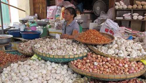 Hành tỏi Trung Quốc được bán công khai tại các chợ đầu mối với số lượng lớn, mẫu mã bắt mắt