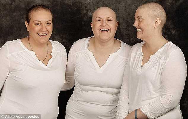 Katie (phải, 30 tuổi) đã hết sức bàng hoàng khi hay tin mình mắc ung thư ruột giai đoạn hai. Thông tin này xuất hiện ngay sau khi chị sinh một bé gái tên Abby vào năm 2014.