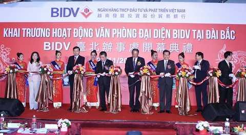 Cắt băng khai trương văn phòng giao dịch BIDV