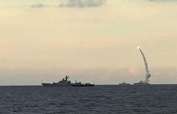 Tên lửa hành trình Kalibr-NK được chiến hạm Nga phóng đi từ biển Caspian