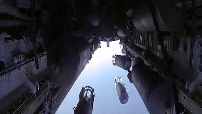 Máy bay ném bom Tu-22 thả bom vào mục tiêu IS