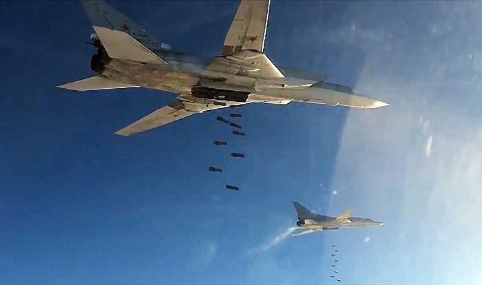 Máy bay Tu-22 rải bom
