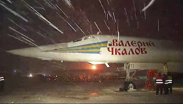 Tupolev Tu-160 chuẩn bị lên đường không kích IS