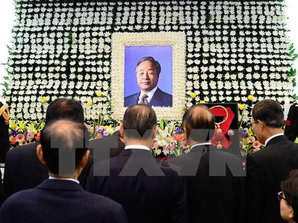 Người dân Hàn Quốc viếng cựu Tổng thống Kim Young-Sam tại Seoul. (Nguồn: AFP/TTXVN)