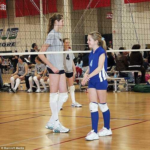 So với các bạn đồng trang lứa, chiều cao của Chase vượt trội hơn hẳn, nhất là đôi chân của cô.
