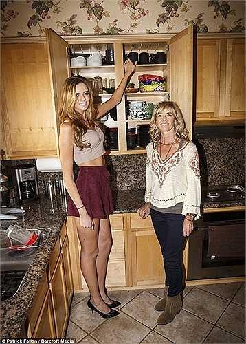 Chase cao hơn hẳn so với mẹ của mình, người chỉ cao chưa đến 1,6m.