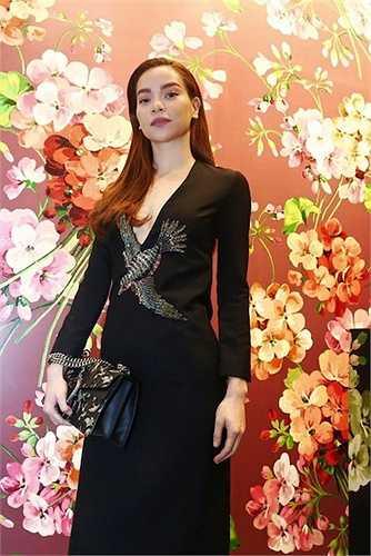Mới đây, trong một sự kiện tại TP. HCM, Hà Hồ đã gây chú ý với 'cây' đồ hiệu của Gucci, tổng trị giá hơn 200 triệu.