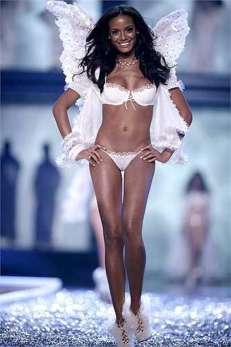 11.Selita Ebanks: Cựu người mẫu nội y Victoria's Secret sinh năm 1983 sở hữu tỉ lệ xương hoàn hảo, khuôn mặt cá tính cùng thần thái hoang dãđẹp khó cưỡng.