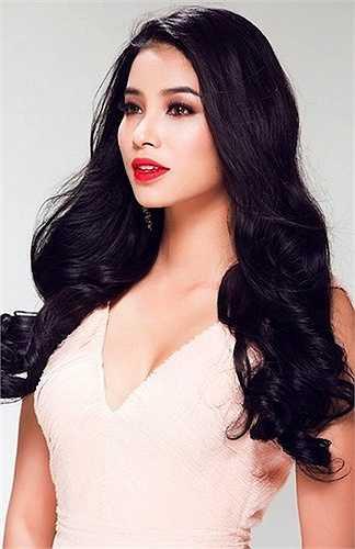 Phạm Hương vừa giành vương miện Hoa hậu Hoàn vũ Việt Nam 2015. Đây là một kết quả không nhiều bất ngờ bởi cô từng được đánh giá là ứng cử viên 'nặng ký' nhất cho ngôi vị này.
