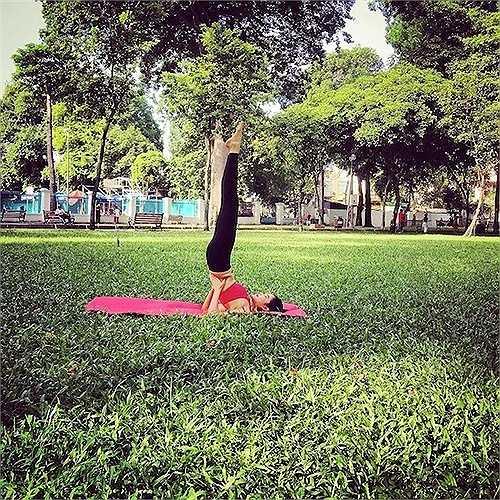 Cô có được vóc dáng hoàn hảo này nhờ thường xuyên tập luyện thể thao và yoga.