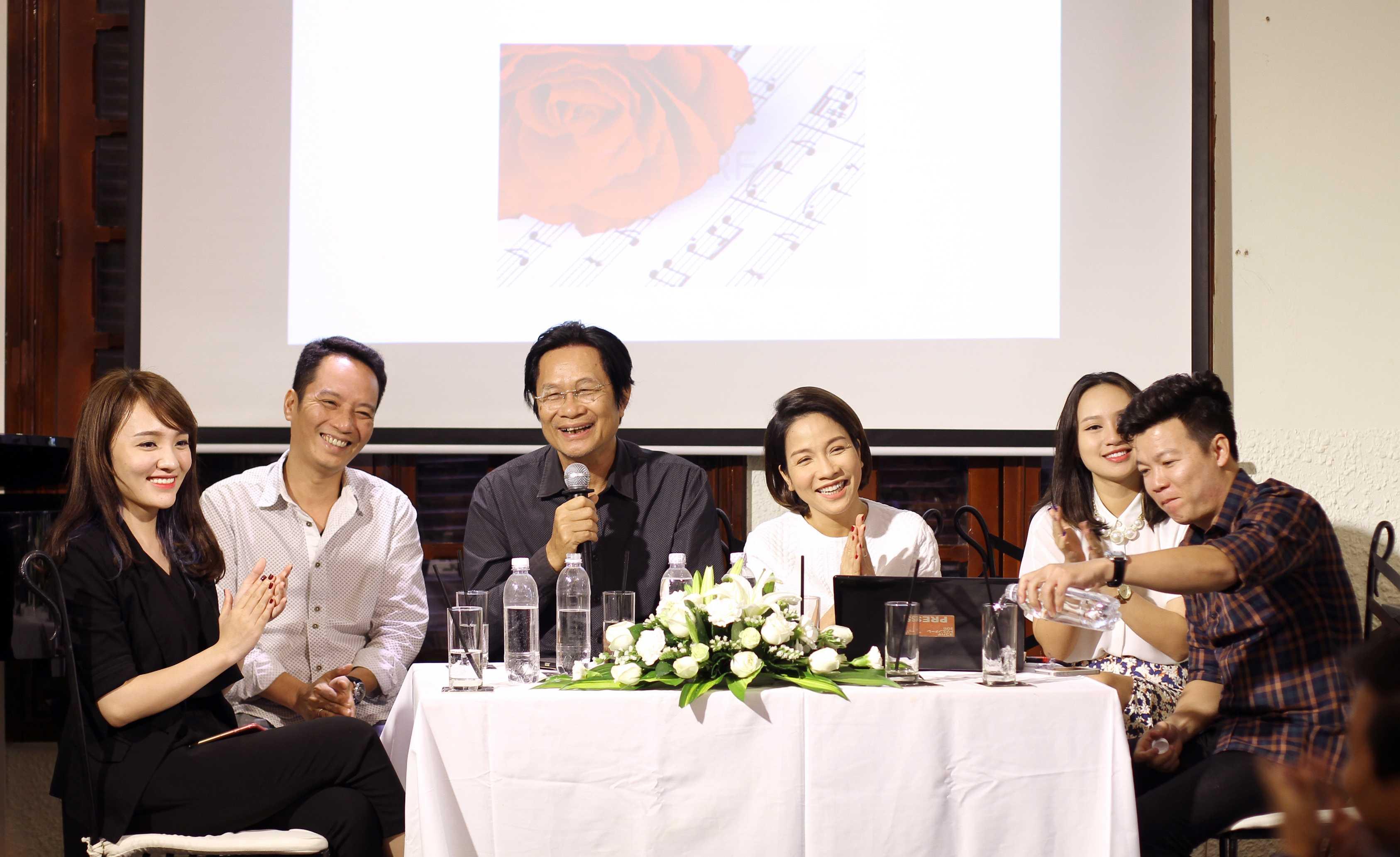 Nhạc sĩ Dương Thụ cùng các nghệ sĩ tham gia trong đêm nhạc Bài hát ru mùa đông