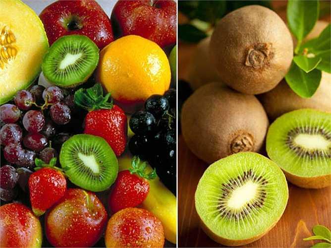 Biện pháp với mụn mọc ở trán trên: Để xóa mụn và điều trị các vấn đề về tiêu hóa, bạn nên ăn uống các loại thực phẩm giàu chất chống oxy hóa như cà chua, quả mọng, quả anh đào, táo, chanh, trà xanh…