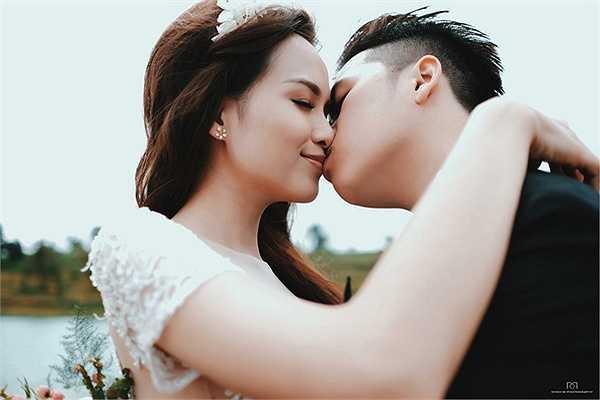 Chỉ còn ít ngày nữa đám cưới cổ tích của Hoa hậu Diễm Hương và ông xã Quang Huy sẽ diễn ra. Hiện tại, cả hai vợ chồng Diễm Hương cùng ê-kíp đang tất bật chuẩn bị những khâu cuối cùng cho hôn lễ