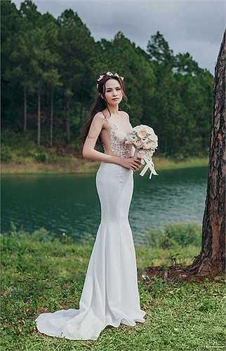 Và mới đây, Hoa hậu Diễm Hương đã công bố bộ ảnh cưới đẹp long lanh giống như trong chuyện cổ tích thu hút sự chú ý của đông đảo mọi người.