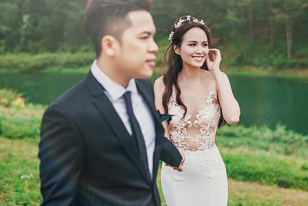 Bộ ảnh thực hiện theo phong cách lãng mạn, tái hiện lại những cảm xúc tình yêu của của Diễm Hương - Quang Huy