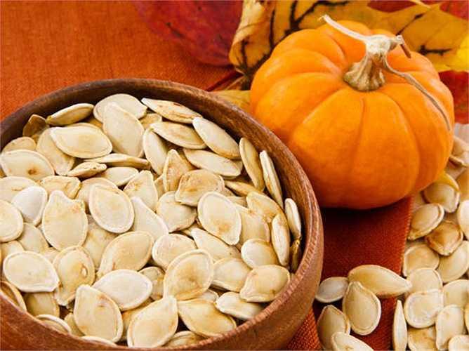 Hạt bí ngô: tiêu thụ hạt bí ngô có thể giúp loại bỏ ký sinh trùng trong cơ thể của bạn. Đây là một trong những biện pháp tốt nhất tẩy giun đường ruột.